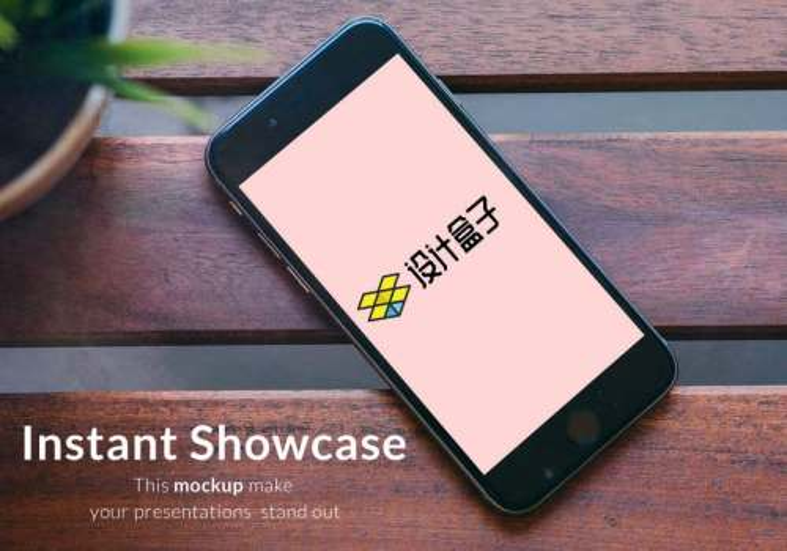 放在长椅上的黑色苹果手机iphone屏幕内容展示样机素材