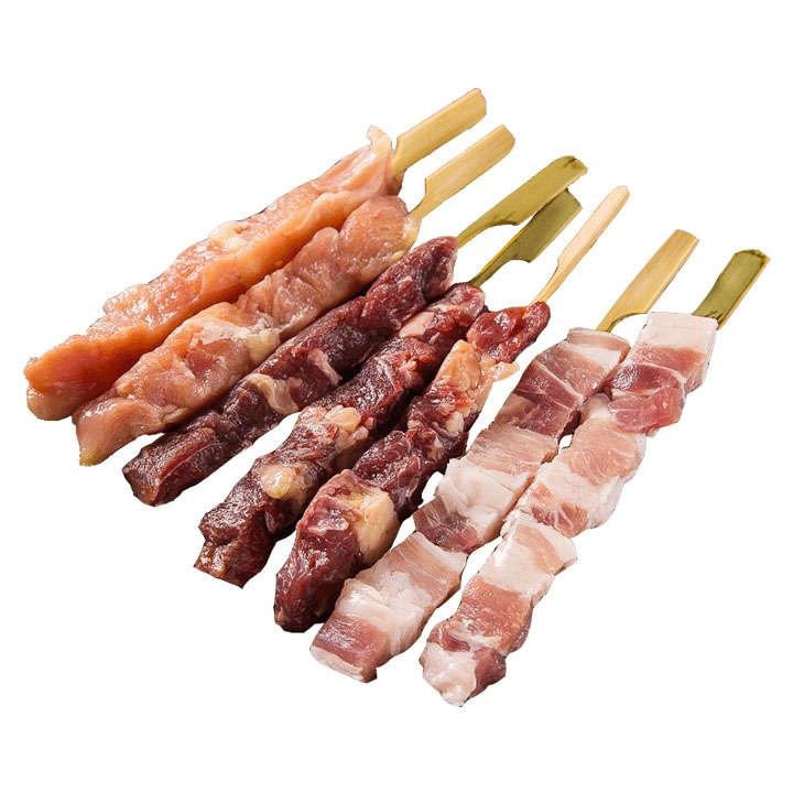 摆放整齐的未加工的烤肉串烧烤美食图片免抠素材