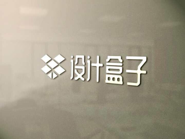 毛玻璃上的企业公司名称LOGO文字图案样机模板图片