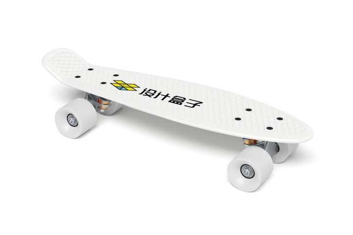 白色滑板上的图案品牌宣传样机PSD图片模板