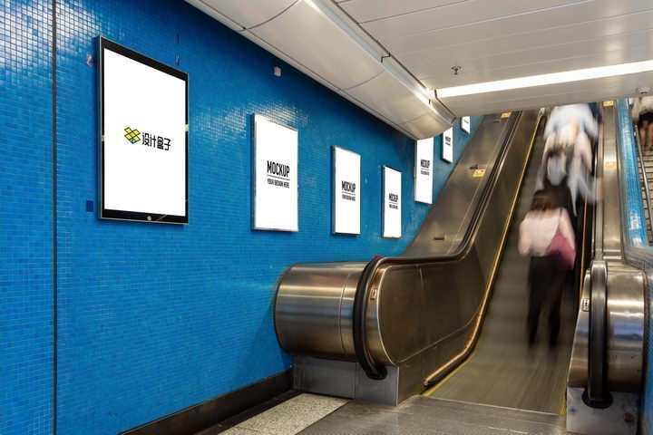 手扶电梯旁的广告牌宣传画样机PSD图片模板