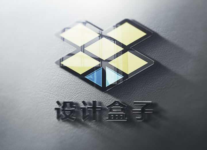 皮革表面上的玻璃反光效果品牌logo样机图片设计模板素材