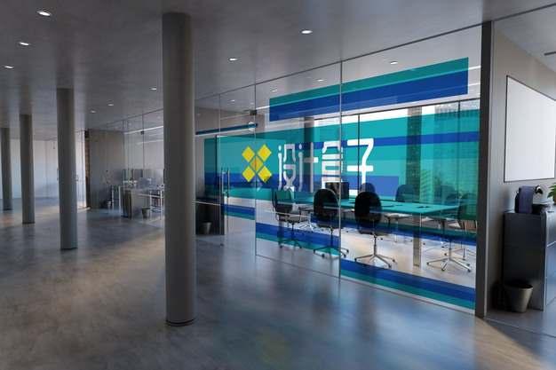 写字楼办公室玻璃墙隔断半透明贴纸画面psd样机图片模板素材