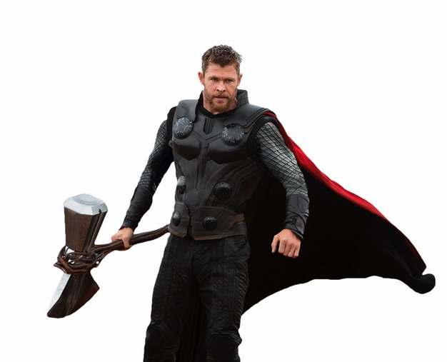 电影中拿着暴风战斧的雷神托尔png免抠图片素材