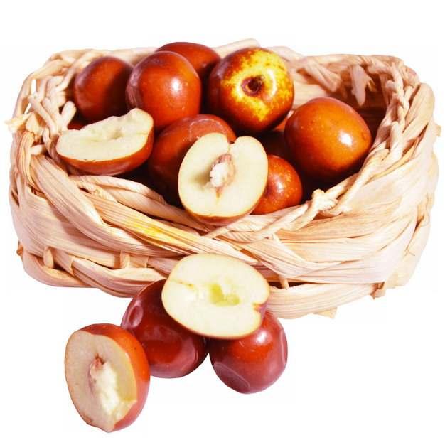 竹篮中切开的红枣露出枣核和果肉919995png免抠图片素材