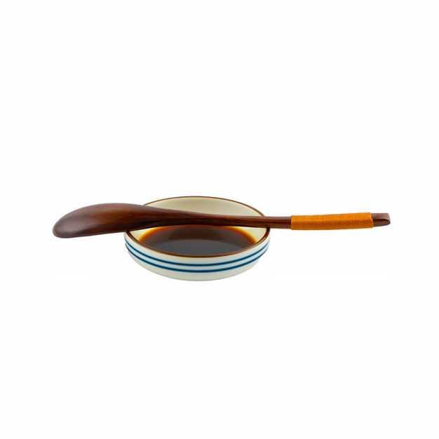 一小碗酱油生抽调味品和木头勺子762924png图片免抠素材