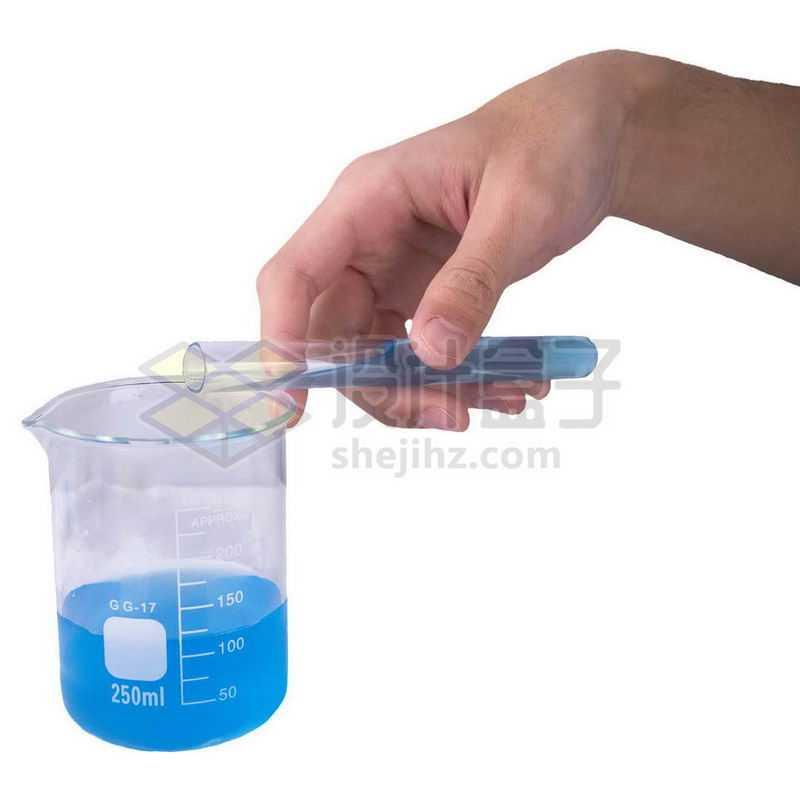 一只手拿着试管往烧杯中倒液体做实验7530947png图片免抠素材