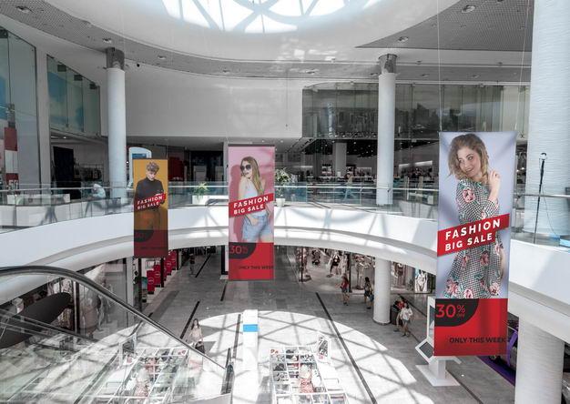 商场悬挂巨幅广告展示样机9758124PSD图片素材 样机-第1张