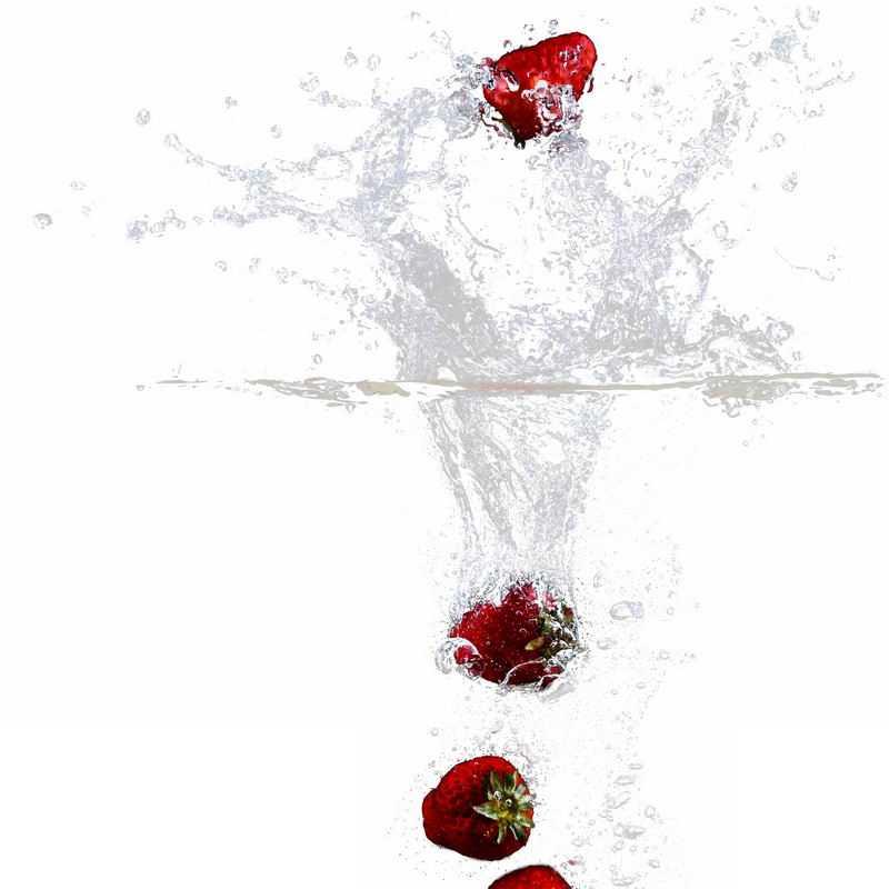 草莓掉落水中飞溅起来的半透明水花浪花水效果4938055png图片免抠素材