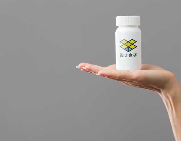 单手托着的白色药瓶标签包装显示样机3075374图片素材