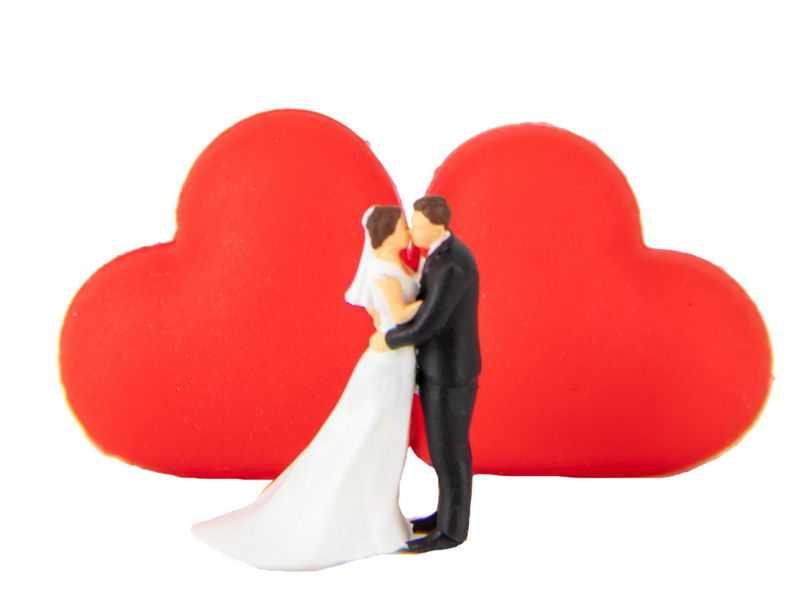 红色爱心背景接吻的新娘新郎结婚情人节4941647png免抠图片素材