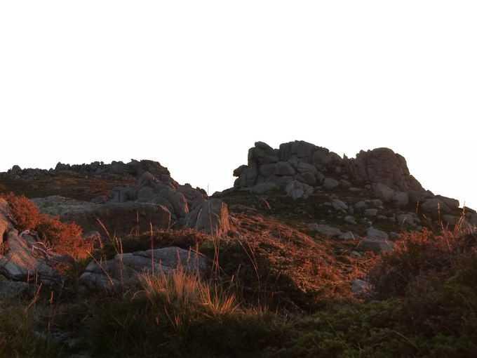 夕阳照射下的山顶风光4235800png免抠图片素材