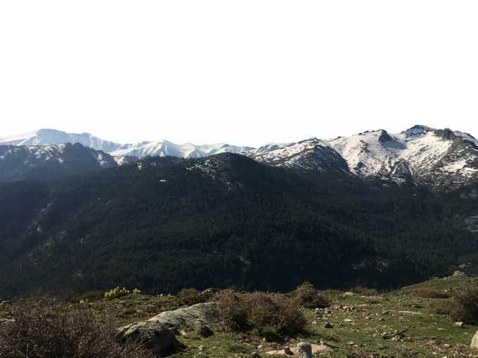 近处的草地和远处终年不化的雪山3354453png免抠图片素材