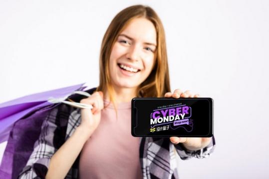 购物美女单手为你展示她的手机屏幕画面样机PSD图片模板