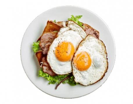 撒了孜然的煎蛋和培根美食图片免抠素材