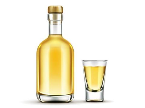 玻璃瓶和玻璃杯中的金黄色食用油橄榄油图片免抠素材
